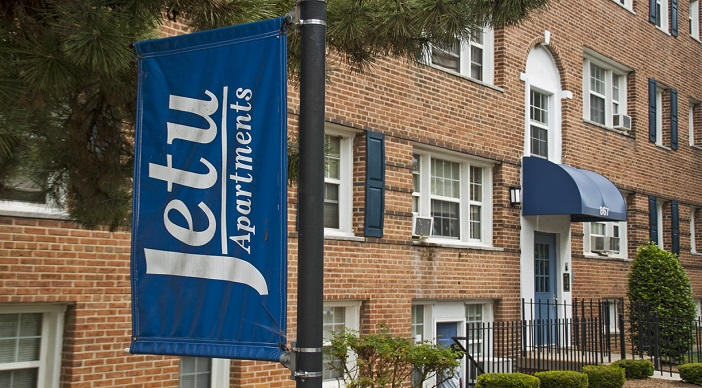 Jetu Apartments: Washington DC: Flag
