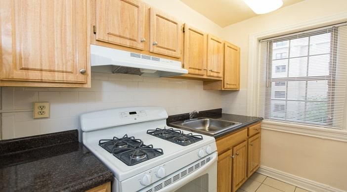 Hampton Courts: DC Apartments:Kitchen