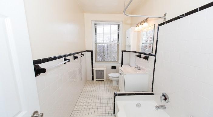 2701 Connecticut Ave: DC Apartments:Bathroom