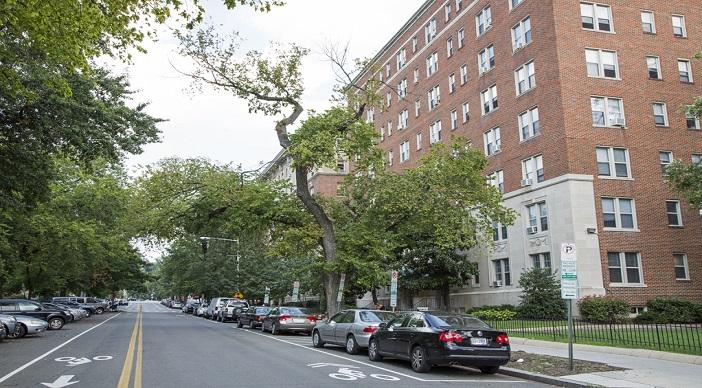 Hampton Courts: DC Apartments:Exterior