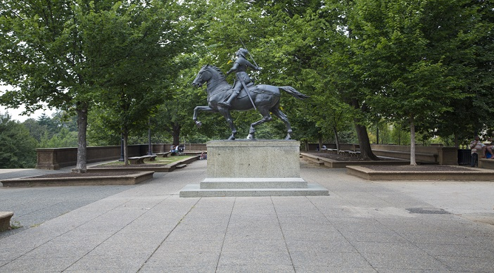 Meridian Apartments: Washington DC Apartments: Meridian Park: Statue