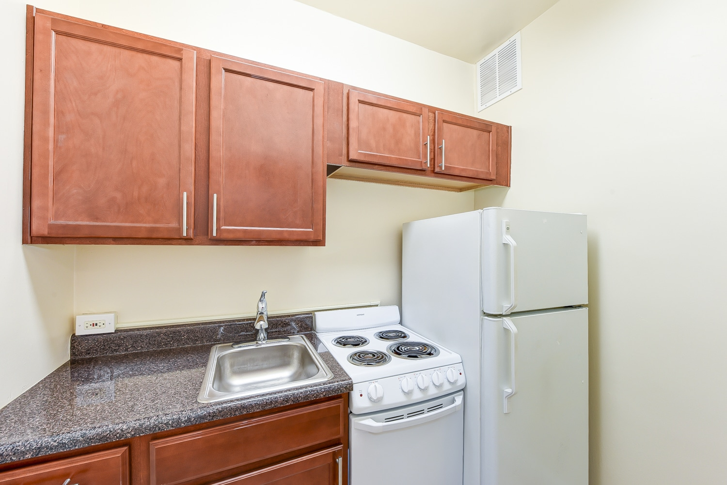 Eddystone-Kitchen-Appliances-DC-Apartment-Rental | WC Smith