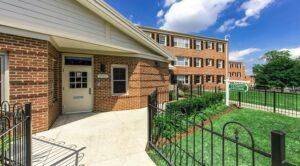fairway-park-apartments-northeast-dc-rentals-leasing-office-entrance