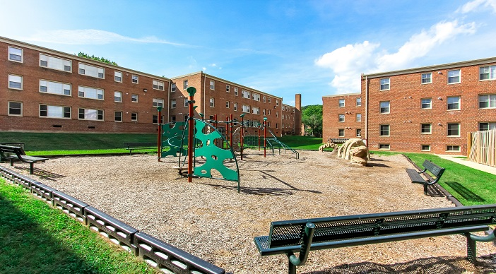 fairway-park-apartments-northeast-dc-rentals-playground