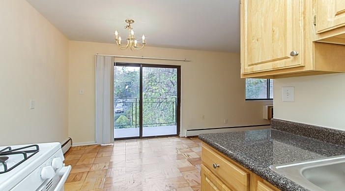 fort-totten-apartments-ne-dc-rental-kitchen-diningroom