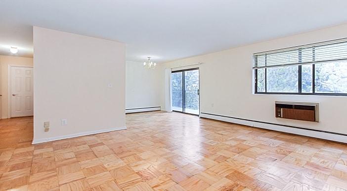 fort-totten-apartments-ne-dc-rental-livingroom-diningroom