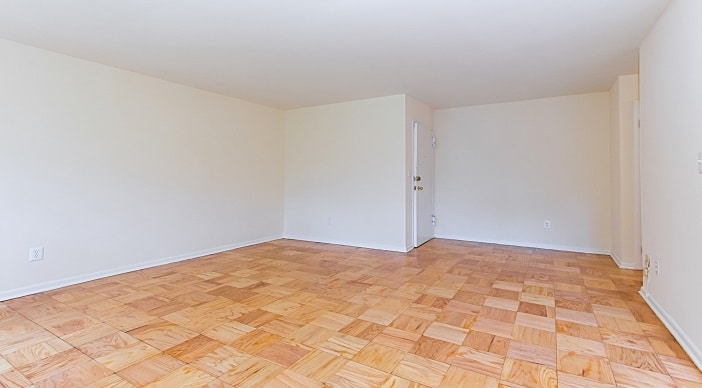 fort-totten-apartments-ne-dc-rental-livingroom