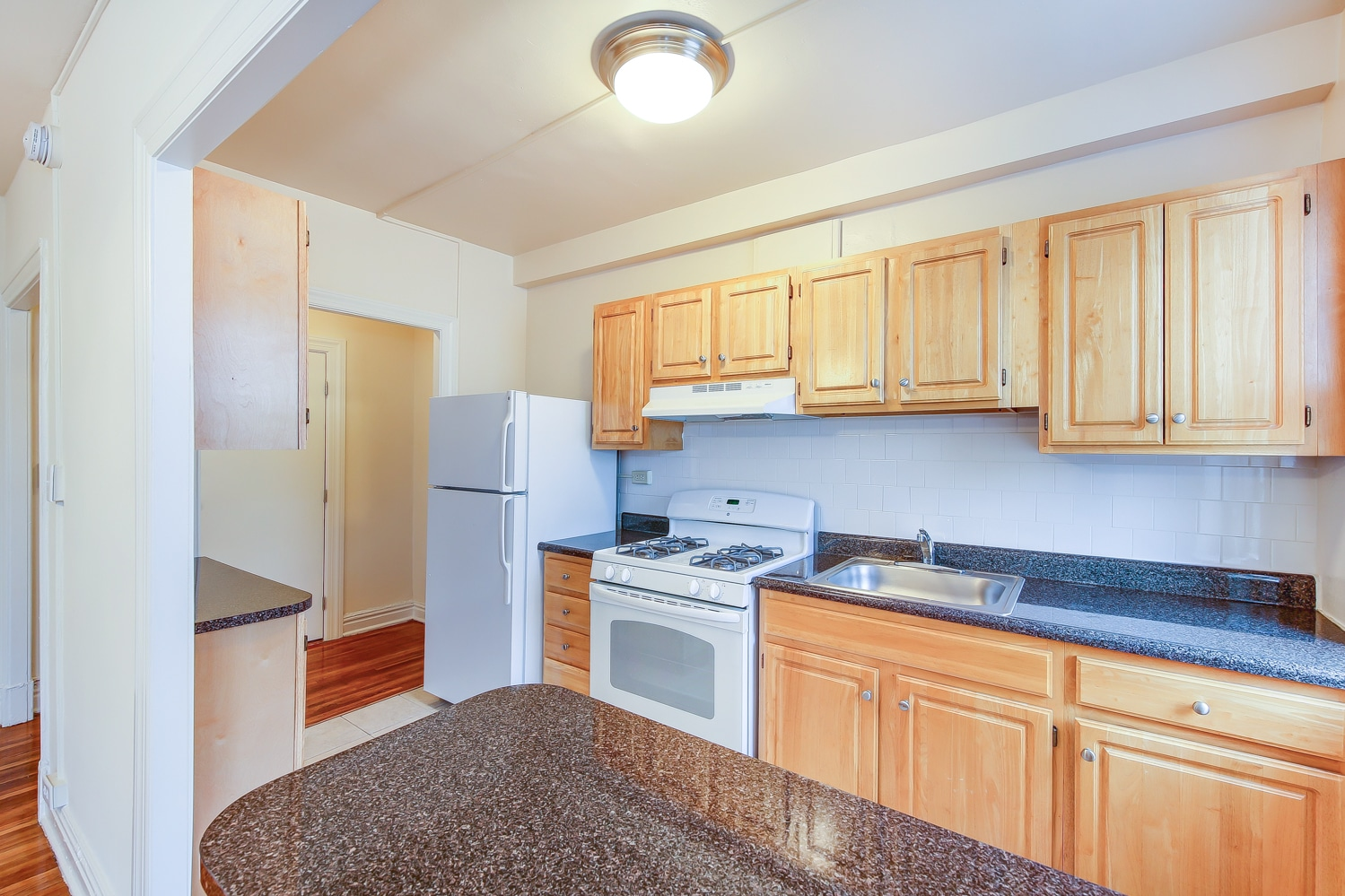 Hampton-Courts-Kitchen-Cabinets-Appliances-Washington-DC-Apartment ...