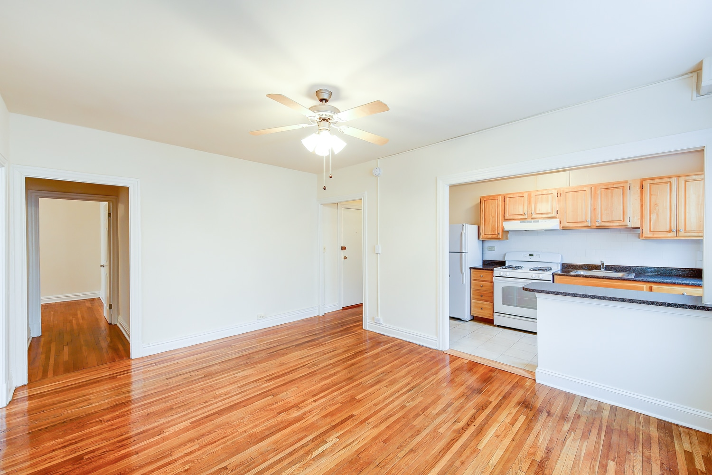 Hampton Courts Living Room Washi9ngton DC Apartment Rental