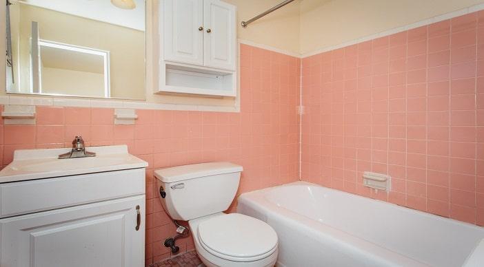 pleasant-hills-dc-apartments-bathroom