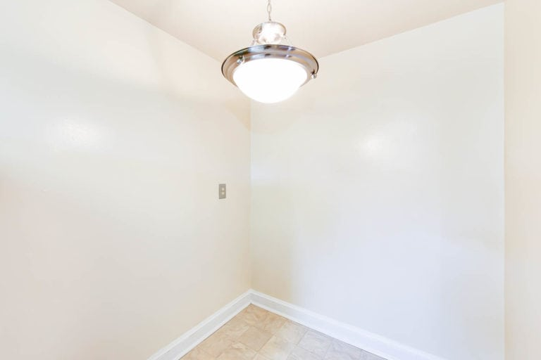 Light Finish in Randle Circle Apartment
