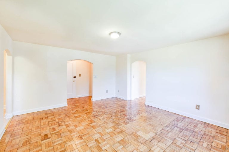 Large Living Room in Randle Circle Apartment