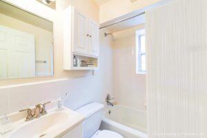 4031-Davis-Affordable -DC-Apartments-Bathroom