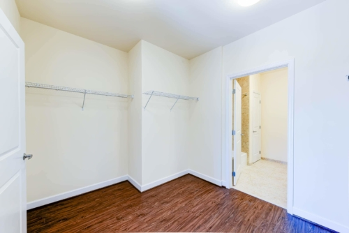 Archer-Park-Apartments-Washington-DC-SE-Closet-Bathroom (2)