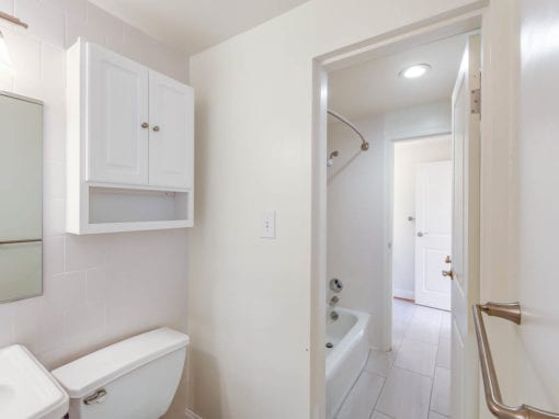 Clarence-House-Bathroom-Tub-Washington-DC-Apartment-Rental