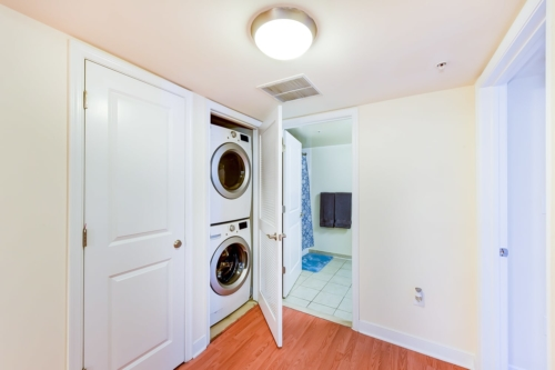 ParkVistaApartments-Southeast-DC-Affordable-Washer-Dryer-Bathroom