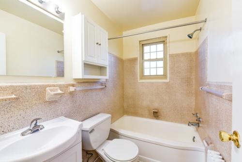 Richman-Apartments-Affordable-SE-DC-Bathroom-3