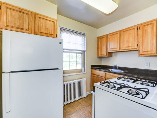 Richman-Apartments-Affordable-SE-DC-White-Appliance-Kitchen