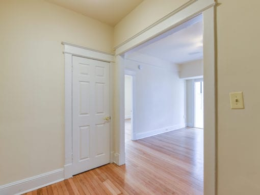 Twin-Oaks-Apartments-Columbia-Heights-NW-DC-Apartments1BR-Sunroom