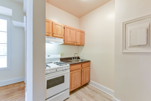 Twin-Oaks-Apartments-Columbia-Heights-NW-DC-Apartments-Kitchen (3)