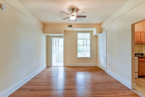 Twin-Oaks-Apartments-Columbia-Heights-NW-DC-Apartments-Livingroom (2)