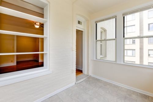 Twin-Oaks-Apartments-Columbia-Heights-NW-DC-Apartments-Sunroom (2)