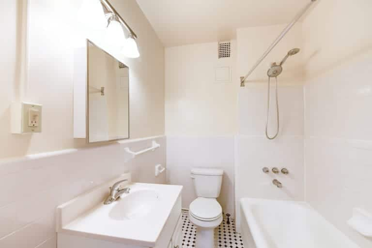Wakefield-Hall-Bathroom-Washington-DC-Apartment-Rental (2)