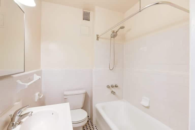 Wakefield-Hall-Bathroom-Washington-DC-Apartment-Rental