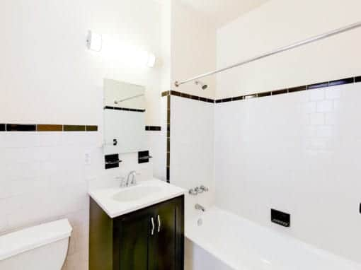 chatham-courts-apartments-washington-DC-bathroom