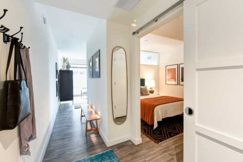 garrett-at-the-collective-one-bedroom-entry